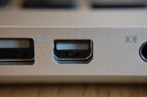 Mini_DisplayPort_on_Apple_MacBook